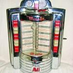 Continuăm incursiunea în istoria vendingului și vom vorbi despre jukebox, acest echipament legendary și unul dintre cele mai importante aparate de vending din istorie… Istoria jukeboxului Aparatele musicale care funcționează...