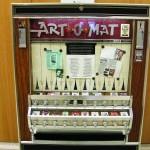 Revenim la serialul nostru dedicat istoriei vendingului și vă propunem în această ediție o introspecție în lumea vendingului de artă. Încercăm să construim această istorie a aparatelor de vending pentru...