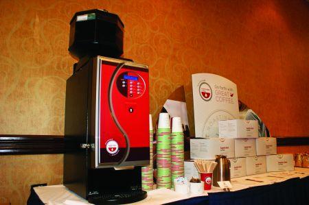 Canadienii devin dependenți de aparatele de cafea cu autoservire