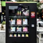 Ca parte dintr-o strategie de marketing, Nike a plasat în mod neaşteptat un aparat de vending în aer liber în New York City, care vinde doar produse Nike, potrivit lui...