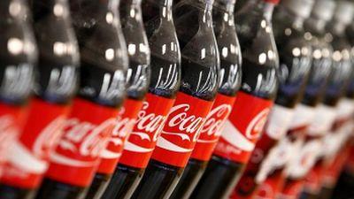 100,000 de automate Coca-Cola vor fi echipate cu Apple Pay până la finele anului