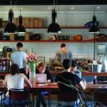-prima parte- Aruncă o privire către cafenelele pe lângă care treci în drum spre muncă dimineața și o să-ți dai seama imediat: cafeaua e importantă. Indiferent de ce tip preferă,...