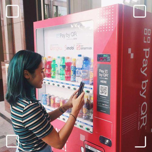 Există aparate de vending care permit turiștilor chinezi să plătească prin intermediul unei aplicații QR