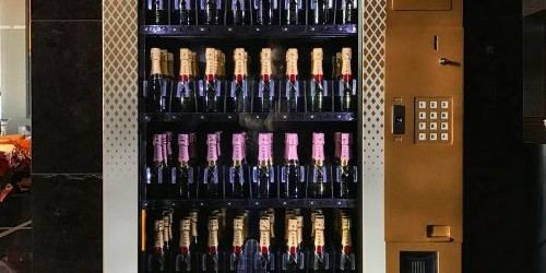 Moët & Chandon distribuie aparate de vending cu șampanie în Europa și în SUA din noiembrie 2013. Conceptul a ajuns în cele din urmă în Australia, după alte produse distractive...