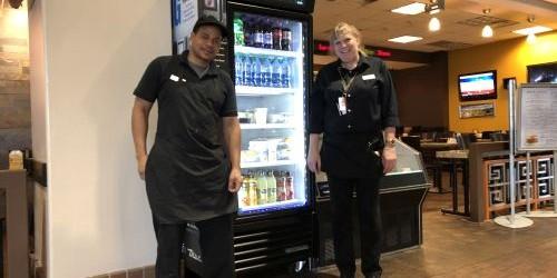 """""""Fără aparate de vending în ABQ"""", spune Lenny Fresquez, CEO al Fresquez Companies, care conduce nouă restaurante în aeroportul internațional din Albuquerque. """"Călătorii care vizitează aeroportul ABQ vor găsi de..."""