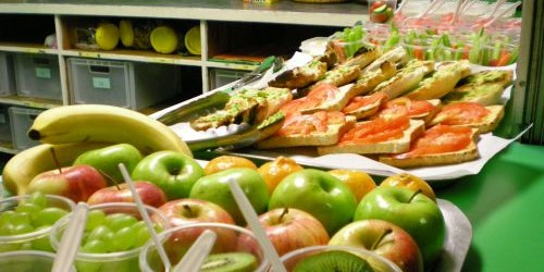 90% din consumatori precizează că servesc mai multe gustări în cursul unei zile. Conform estimărilor, activitatea comercială cu preparate de tip snack va crește dramatic ajungând la 89 de miliarde...
