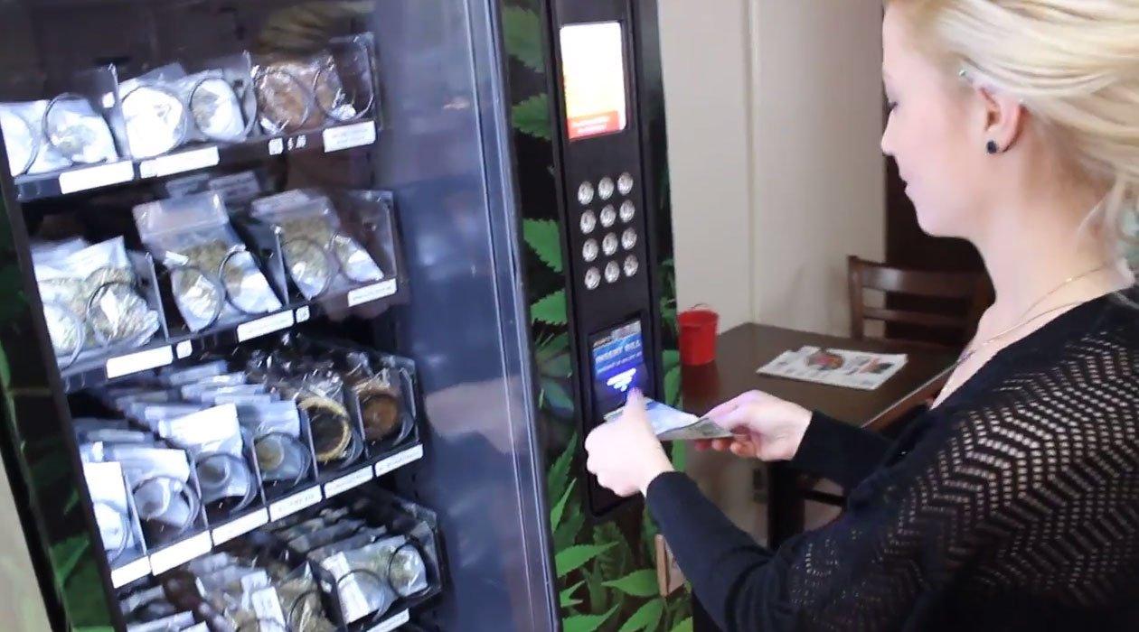 Primul aparat de vending pentru canabis instalat în Atena, Grecia