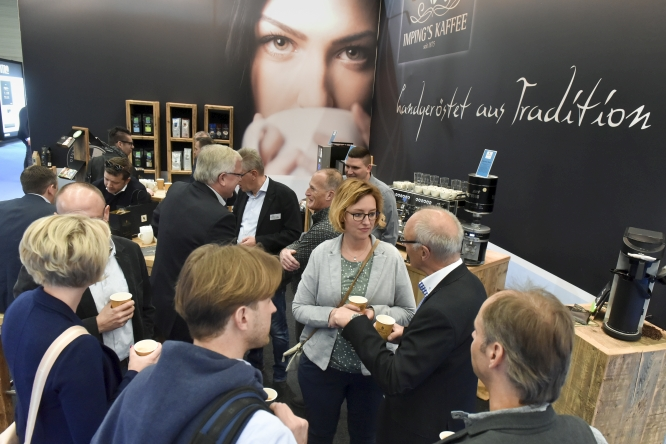 Eu'Vend & coffeena lansează noi oportunități de afaceri pe segmentul servirii cafelei la birou (Office Coffee Service – OCS)