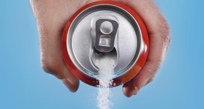 Parlamentul păstrează zahărul în sucuri