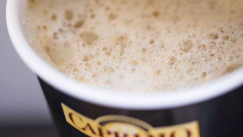 Barry Callebaut lansează Caprimo Cappuccino Noisette și Vanilla Less Sugar – băuturile cu o concentrație redusă de zahăr