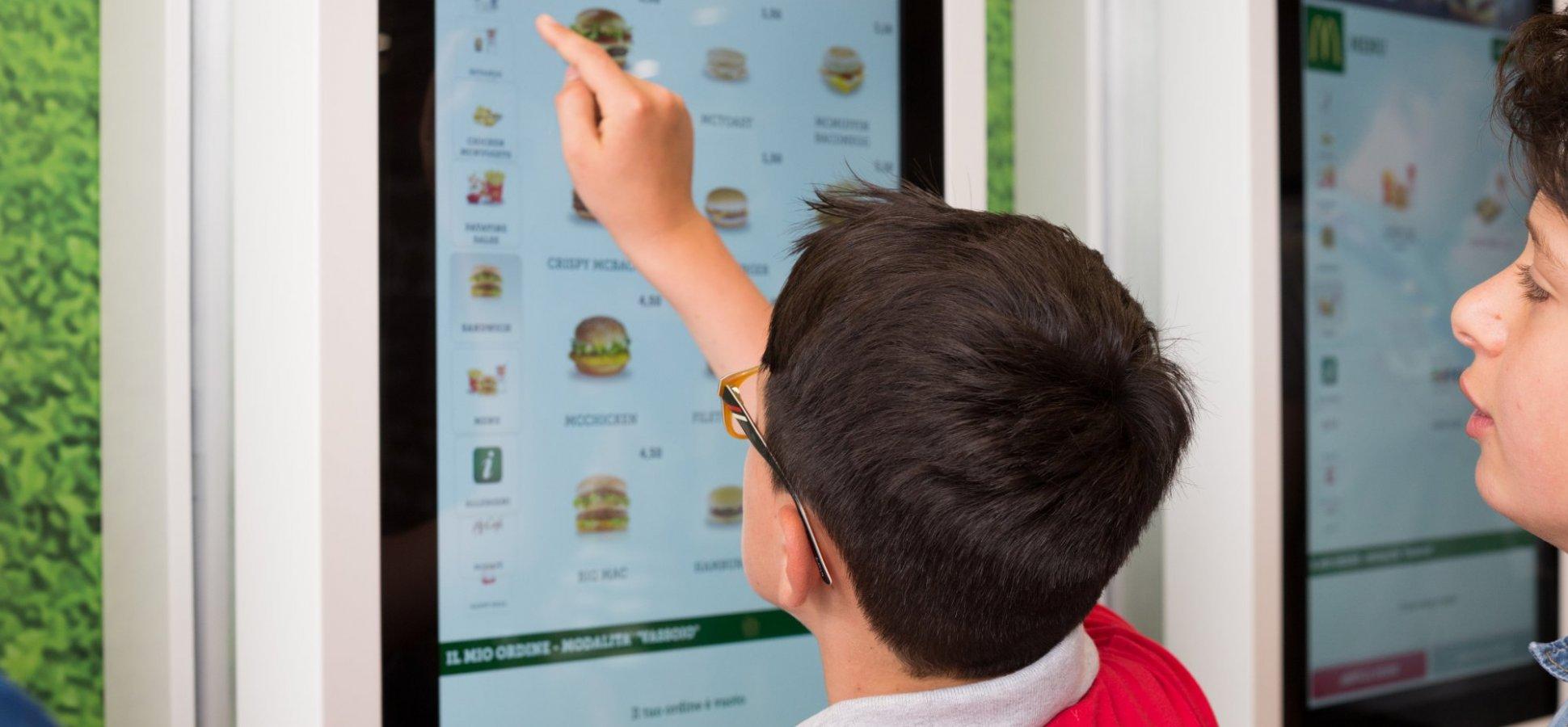 Preocupări tot mai mari în privința igienei ecranelor tactile