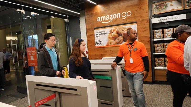 Amazon ia în considerare datele biometrice ale palmelor pentru plăți touchless efectuate în magazin și folosește Visa pentru a testa terminalele pentru astfel de tranzacții